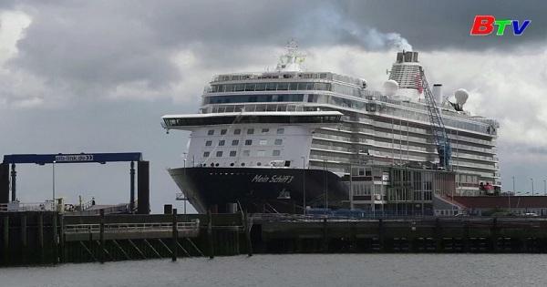 Canada kéo dài lệnh cấm du thuyền lớn