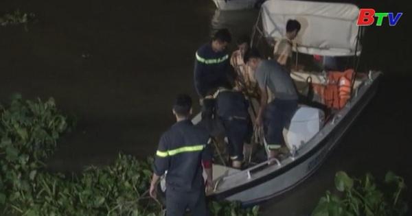 Tiếp tục công tác tìm kiếm 2 nạn nhân mất tích trong vụ chìm ghe cát trên sông Sài Gòn