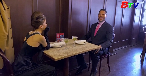 Dùng bữa cùng Audrey Hepburn  và Jon Hamm  tại nhà hàng Peter Luger ở New York