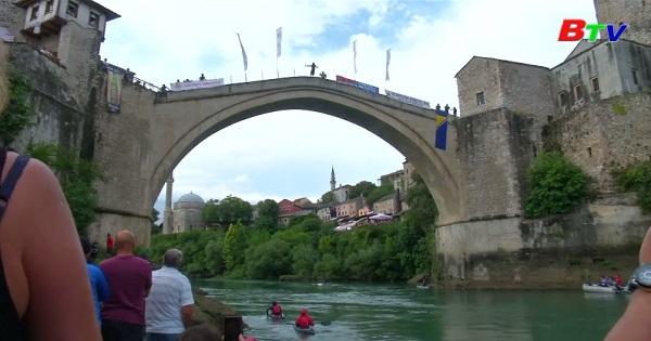 Cuộc thi nhảy cầu thường niên ở Bosnia và Herzegovina