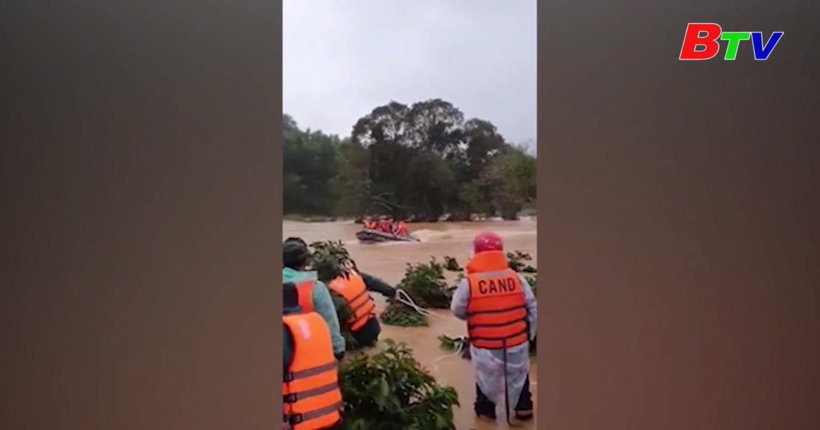 Chia 4 tốp lặn tìm các du khách bị lũ cuốn trôi ở Lâm Đồng