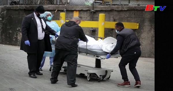 Mỹ ghi nhận gần 900 người tử vong trong vòng 24 giờ