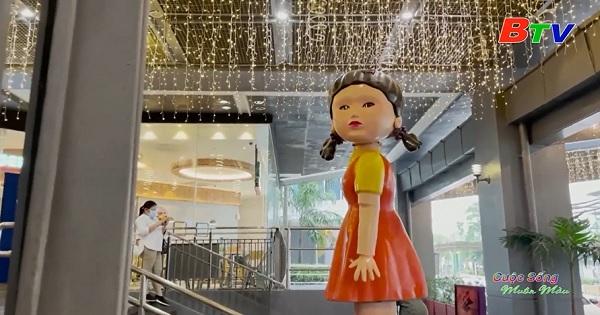 Philippines – Con búp bê khổng lồ trong Squid Game gây sốt ở Manila