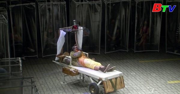 Brazil - Những cabin nhựa dành cho khán giả đến sân khấu