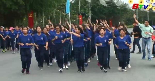 Vòng loại chạy đội hình tập thể Giải Việt dã chào năm mới 2017