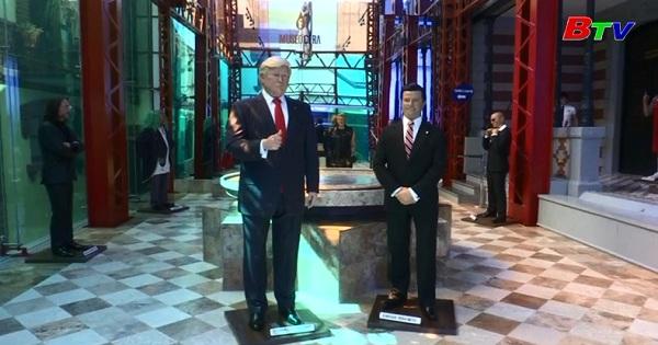 Tượng sáp tổng thống Mỹ và Mexico đứng cạnh nhau tại bảo tàng sáp  Mexico City