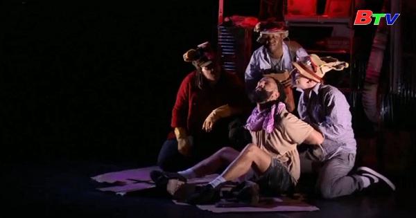 Công diễn vở nhạc kịch The Concrete U Jungle  Book tại lễ hội Fringe  Edinburgh
