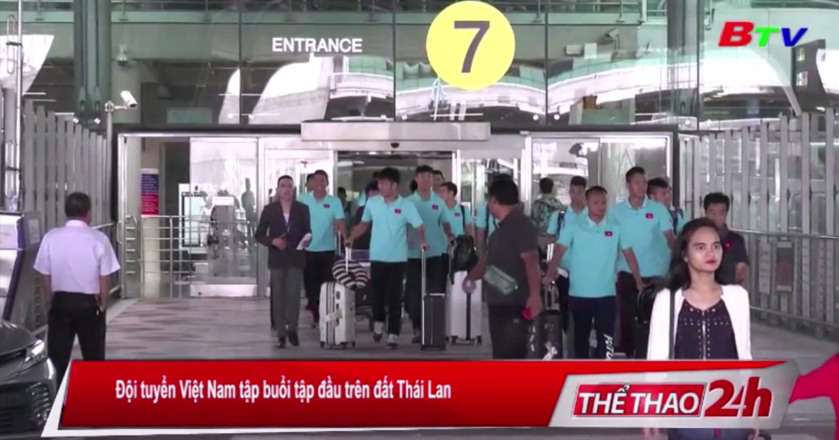Đội tuyển Việt Nam tập buổi tập đầu trên đất Thái Lan