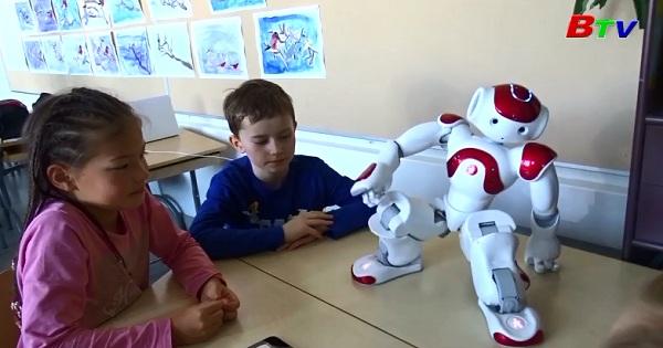 Robot Eilas - Giáo viên ngôn ngữ mới trong trường học ở Phần Lan