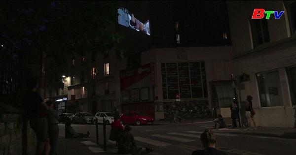 Paris - Ý tưởng chiếu phim lên tường trong thời phong tỏa