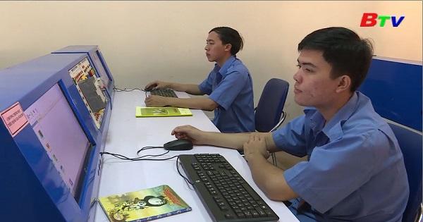 Trường Cao đẳng nghề Việt Nam Singapore dạy nghề điện trên chương trình mô phỏng