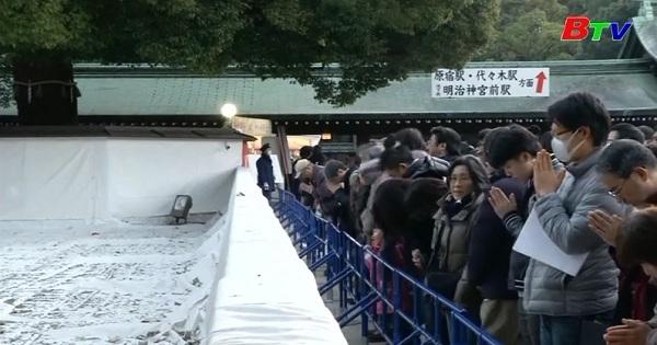 Người dân Nhật Bản đi lễ chùa đầu năm