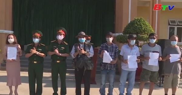 Trao giấy chứng nhận cho 461 người được cách ly tại Trường Quân sự Quân đoàn 4