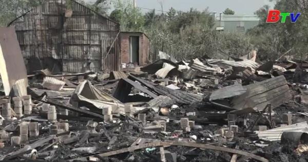 Thành phố Hồ Chí Minh: Cháy lớn thiêu rụi 50 căn nhà trọ của công nhân