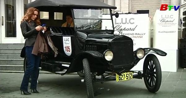 Ngày hội những người yêu thích xe hơi cổ ở Moscow