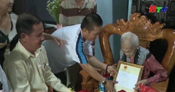 Thăm, tặng quà người cao tuổi tại Tp.Dĩ An