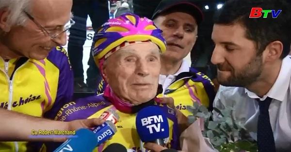 Cụ ông người Pháp  đạp xe vào  lịch sử ở tuổi 105