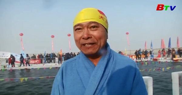 Cuộc thi bơi trong nước lạnh giá ở Cáp Nhĩ Tân, Trung Quốc