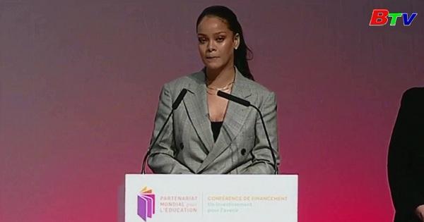 Ca sĩ Rihanna  đến Senegal giúp đỡ trẻ em nghèo tiếp cận giáo dục