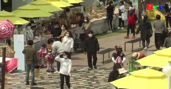 Hàn Quốc - Người dân ào ạt mua sắm sau cách ly