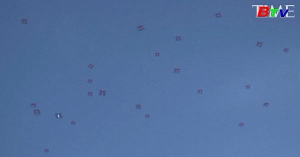 Tạp chí Times thả lên trời gần 1000 máy bay không người lái