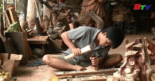 Làng nghề điêu khắc gỗ ở Bình Dương