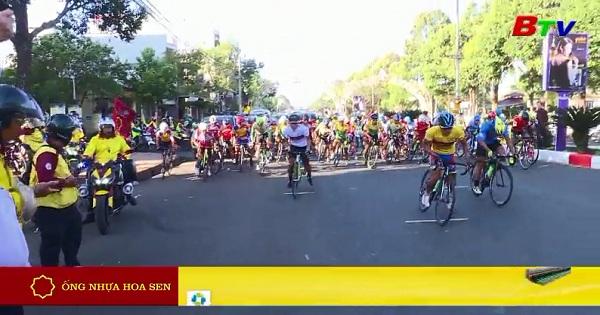 Xuất phát chặng 4 Giải xe đạp THBD Cúp Ống Nhựa Hoa Sen 2017