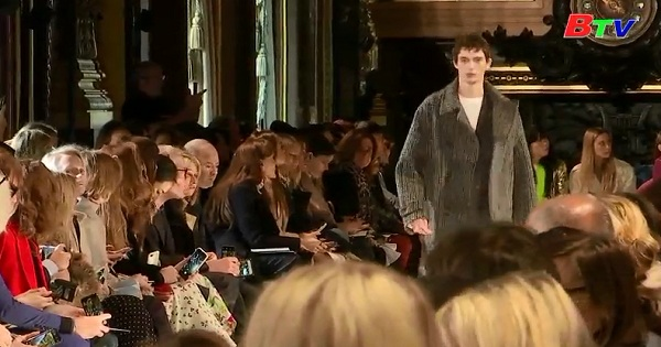 Stella MCCartney  giới thiệu bộ sưu tập thu đông tại tuần lễ thời trang Paris