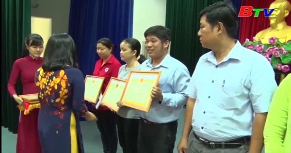 Thành phố Thủ Dầu Một tôn vinh những người hiến máu tình nguyện năm 2017