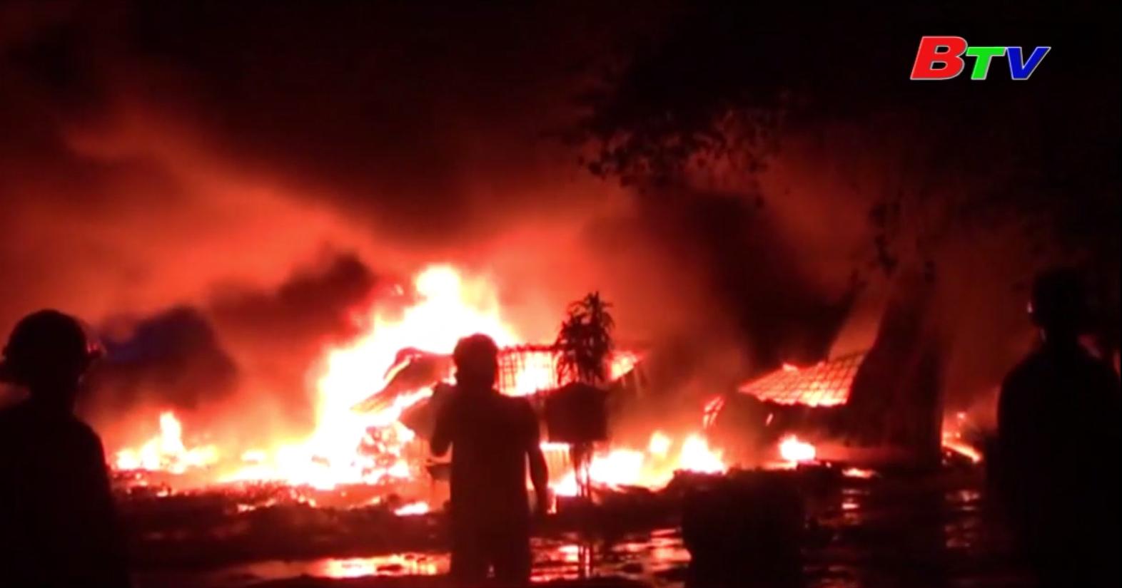 Bình Dương: Tháo chạy khi vựa ve chai bốc cháy