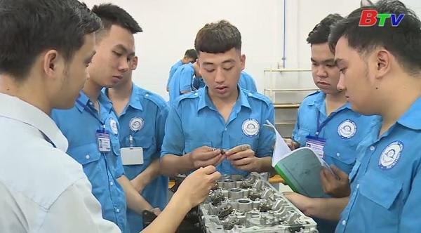Học nghề nhóm ngành cơ khí và công nghệ thông tin