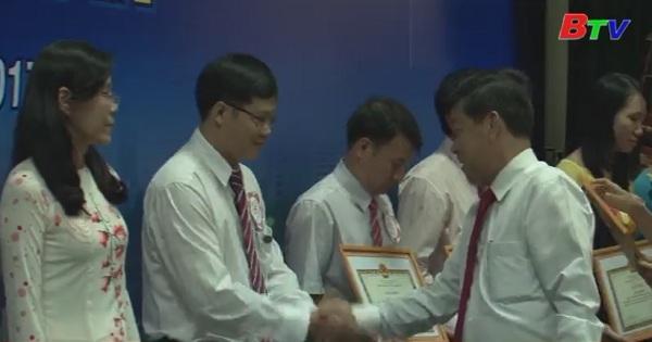 Tuyên dương, khen thưởng giáo vien, học sinh giỏi năm học 2016-2017