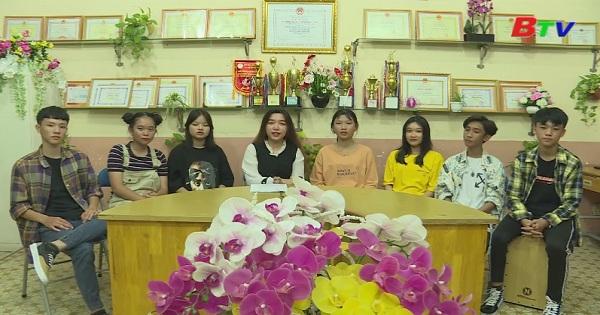 Giao lưu với đội văn nghệ trường THCS Phú Cường
