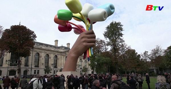 Giới thiệu tác phẩm điêu khắc hoa tulip khổng lồ tại Pháp