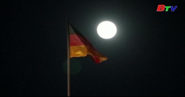 Siêu trăng xuất hiện trên bầu trời đêm Châu Âu