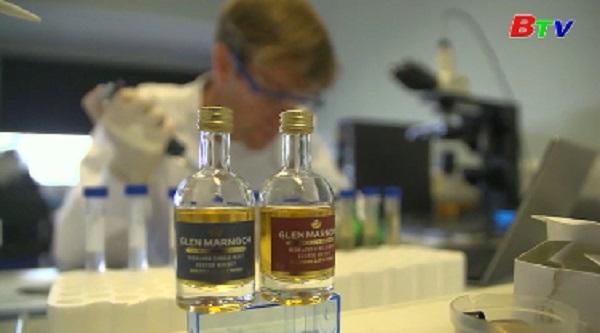 Anh - Lưỡi nhân tạo có khả năng phân biệt độ tuổi của rượu whisky