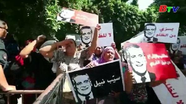 Tòa án Tunisia xem xét yêu cầu hoãn cuộc bầu cử Tổng thống vòng 2