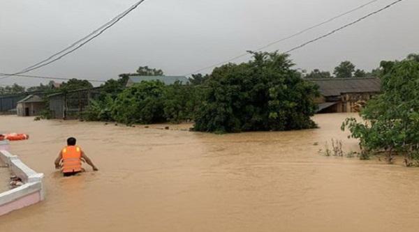 Cận cảnh Quảng Trị ngập sâu trong nước do mưa lũ