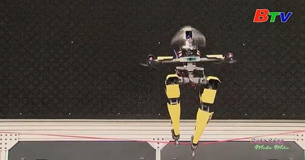 Robot LEO có thể bay, trượt ván và đi trên dây thừng
