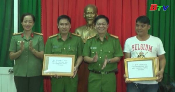 UBND Thành phố Thủ Dầu Một khen thưởng nóng lực lượng công an phường Phú Hòa và câu lạc bộ phòng chống tội phạm phường Phú Hòa