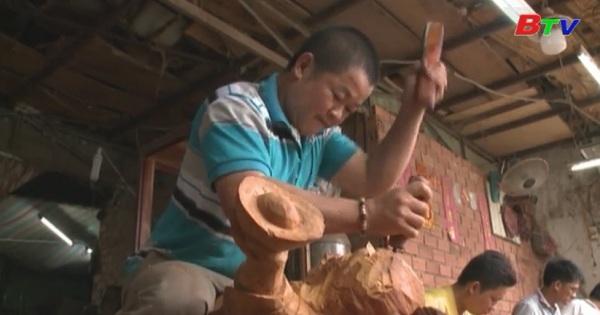 Đam mê của người thợ nghề điêu khắc gỗ truyền thống