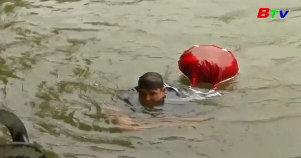 Công dân Munich ở Đức, Benjamin David  bơi đi làm