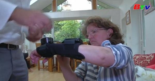 Ra mắt găng tay Gyroscope hỗ trợ bệnh nhân Parkinson