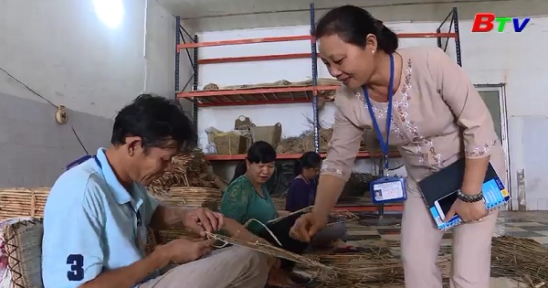 Đôi tay khéo gìn giữ làng nghề