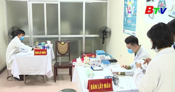 Tiêm vắc xin covid-19 liều cao nhất cho tình nguyện viên