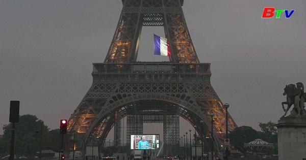 Paris vinh danh các nhân viên trên tuyến đầu trong cuộc chiến chống đại dịch Vovid-19