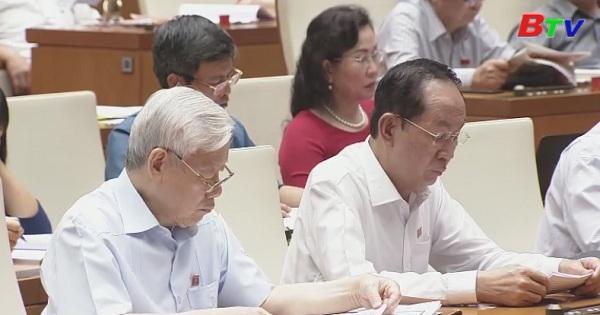 Quốc hội biểu quyết thông qua 2 nghị quyết, 3 dự luật