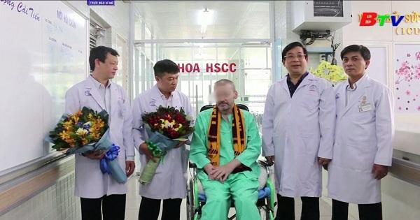 Bệnh nhân 91 xuất viện , trở về Anh sau 115 ngày điều trị covid-19