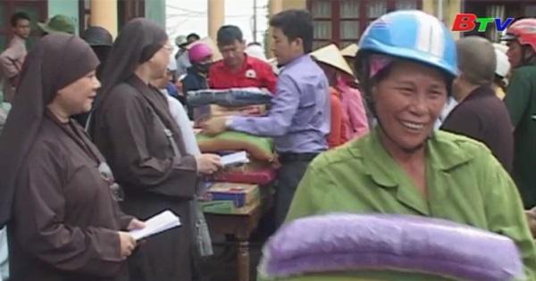 Hội Chữ thập đỏ và tỉnh hội Phật Giáo Bình Dương tổ chức cứu trợ tại Quảng Bình