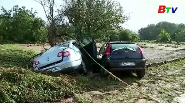 Mưa lớn, lũ lụt ở Tây Ban Nha và Italy